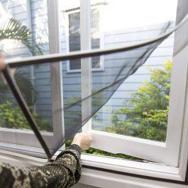 רשת מגנטית לחלון MagStick  בצבע לבן שלג